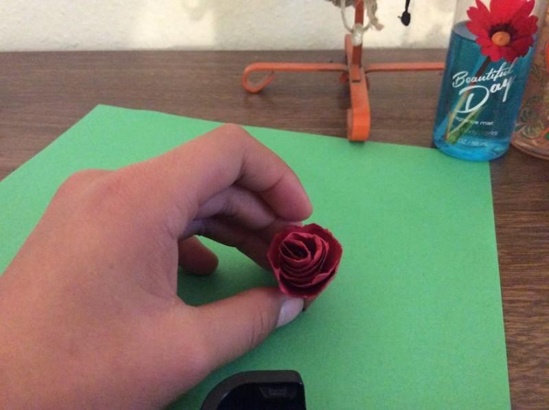 Бумажные розы на День Святого Валентина своими руками! (22 фото)