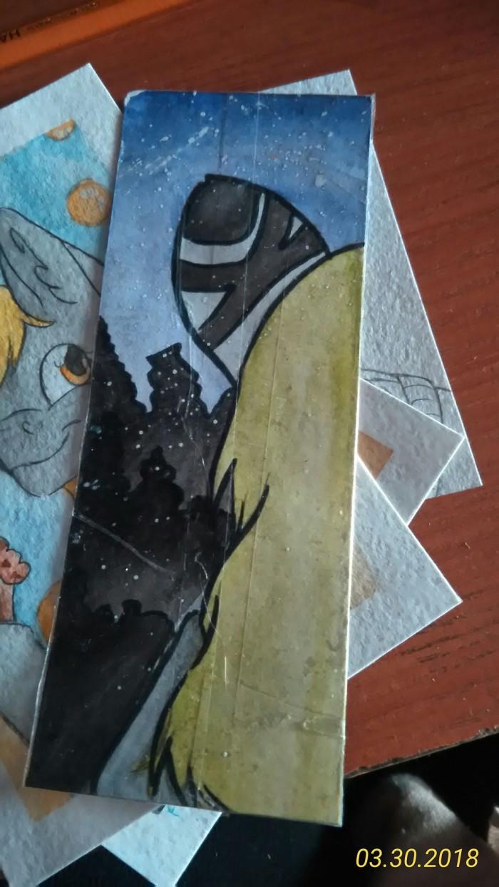 1. Нарисовала своего любимого перса в Blade & Soul себе на закладку(теперь она смотрит на меня как на гавно не только с монитора....), первая более-менее полноценная работа кисточками ватербраш, так что бы мне понравилось хд  2. Моя кото-семья,(снизу вверх) моя любимица Пушпа(она же Пуша), мой кото-маскот Мраморка и Ос подруги, который мне относительно не давно достался, новый член нашей семьию  - Ру(она же ласкова руша х) )  3. Небольшая закладка с Дерпи для моего братишки, он тип тоже брони и любит Дерп, уверена он оценит о^о  4. Только начала, но позже это будет тоже что-то типа закладочки для подруги собсна с самой подруги. (я этот рисунок только начала сейчас)  за снимки спасибо папе, но его телефон поставил даты.... Эх..... | Author: Салина Грасвальд