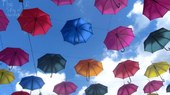 Не так давно, в центре моего города повесили разноцветные зонтики. Это в честь фестиваля, посвящённому Японии. Они вдохновили меня нарисовать их. | Author: Helga Diak